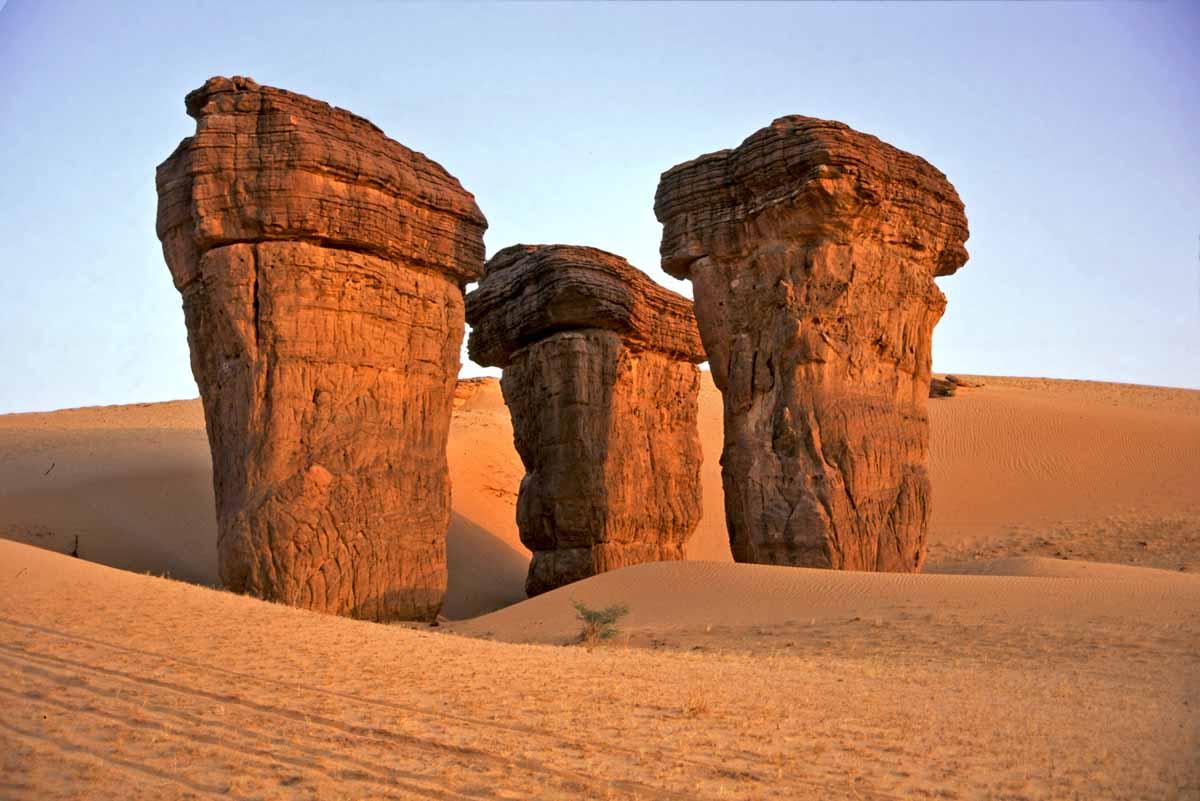 Пустыня и камни — главные достопримечательности Чада