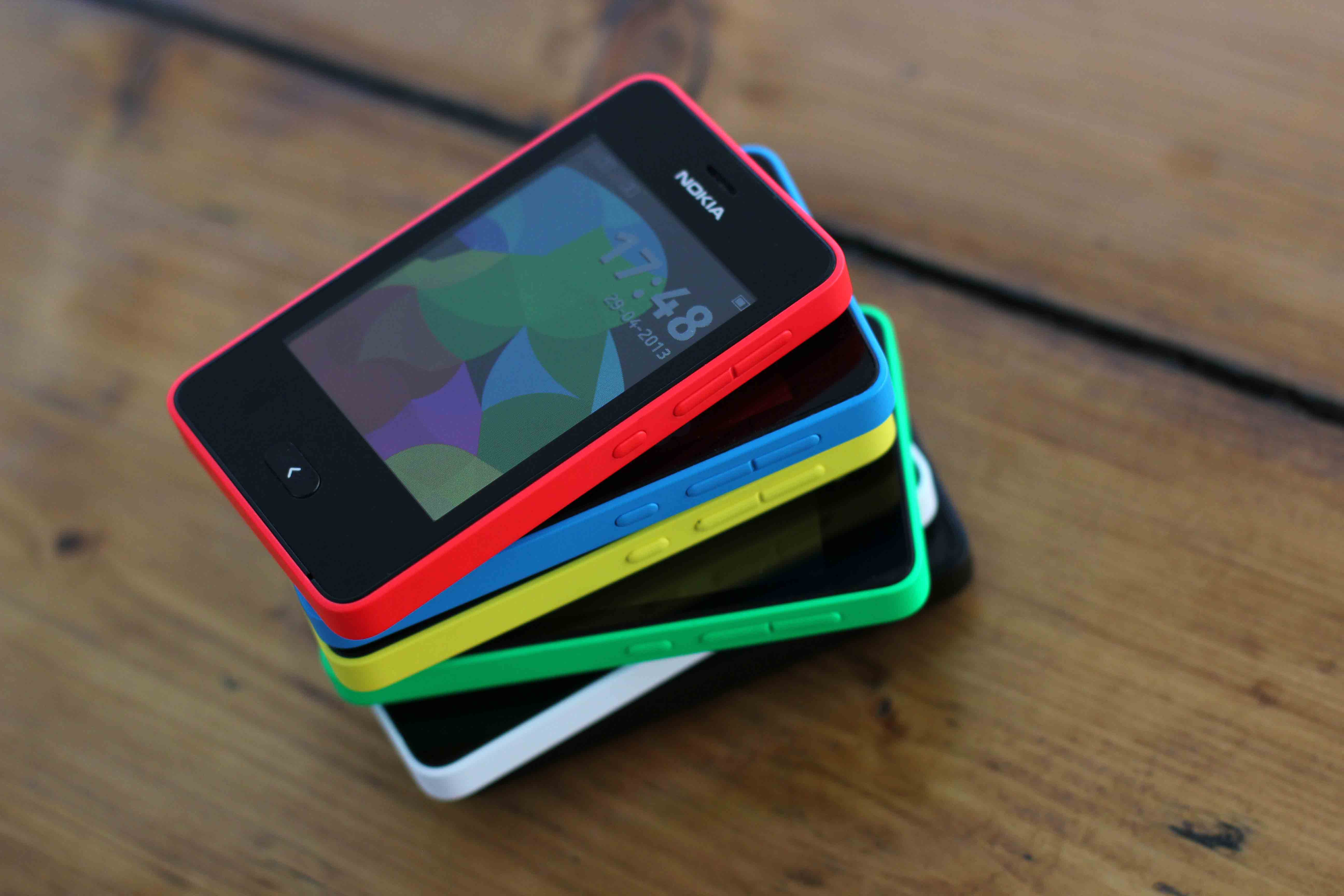 Nokia Asha 501 - большой выбор цветов