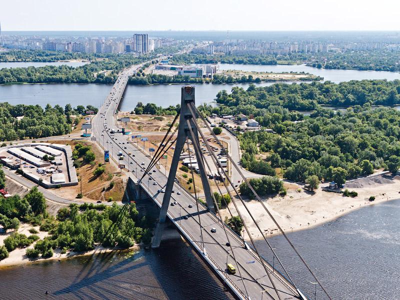 Для автомобилистов Московский мост станет уже