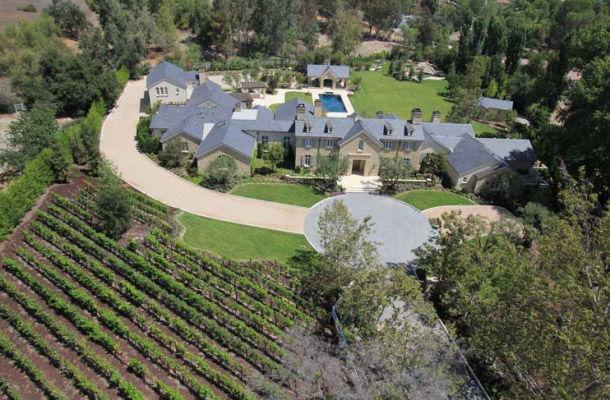Ким Кардашян и Канье Уэст не равнодушны к алкоголю: купили хаус, в котором есть 2 винных погреба