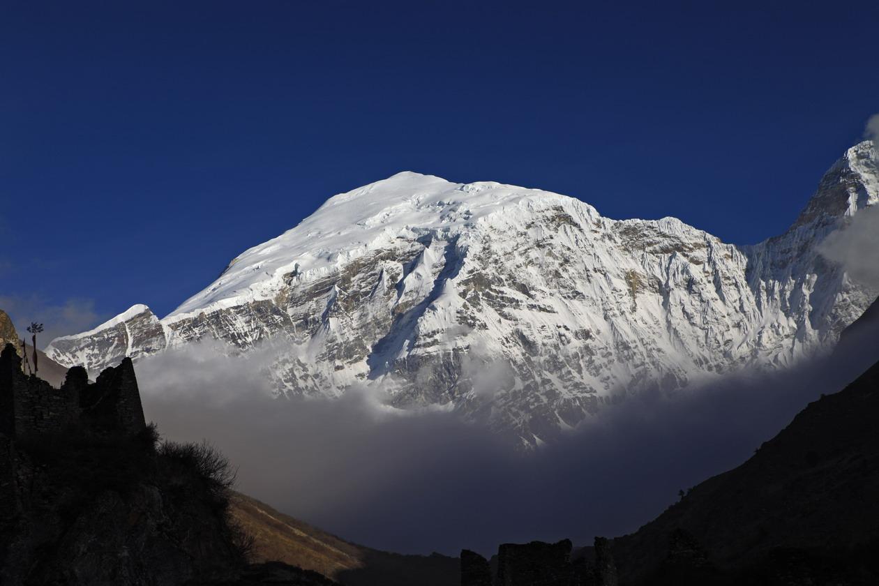 Гангкхар-Пуенсум. Наивысшая непокоренная вершина в мире