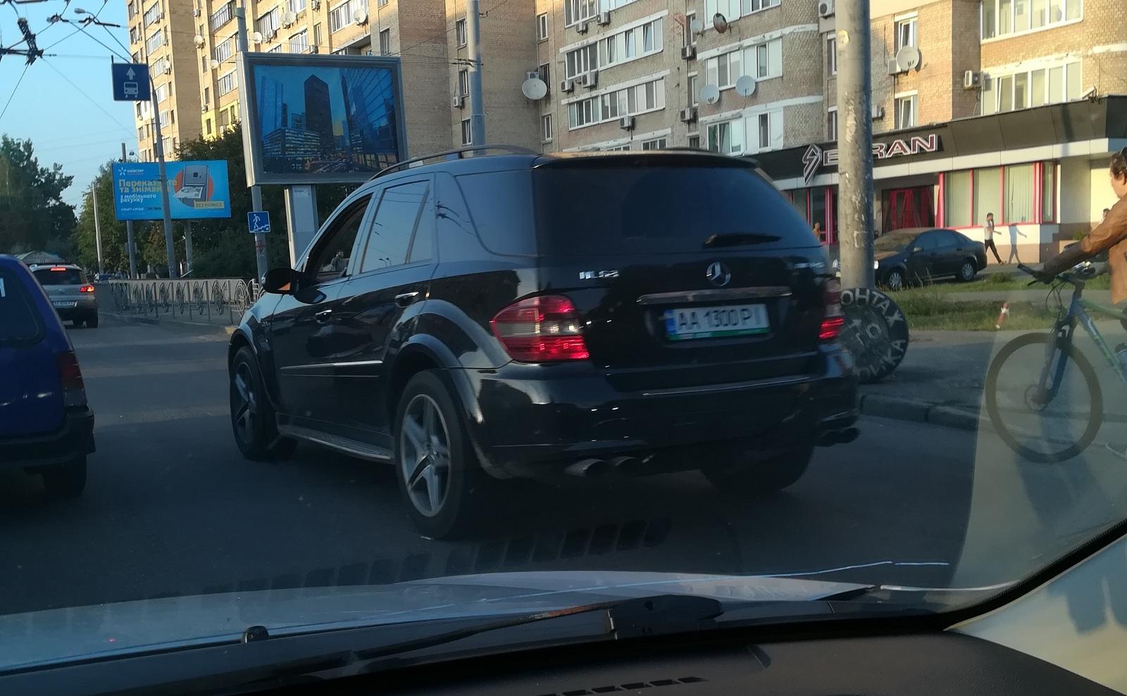 Кто владелец необычных Mercedes - не сообщается