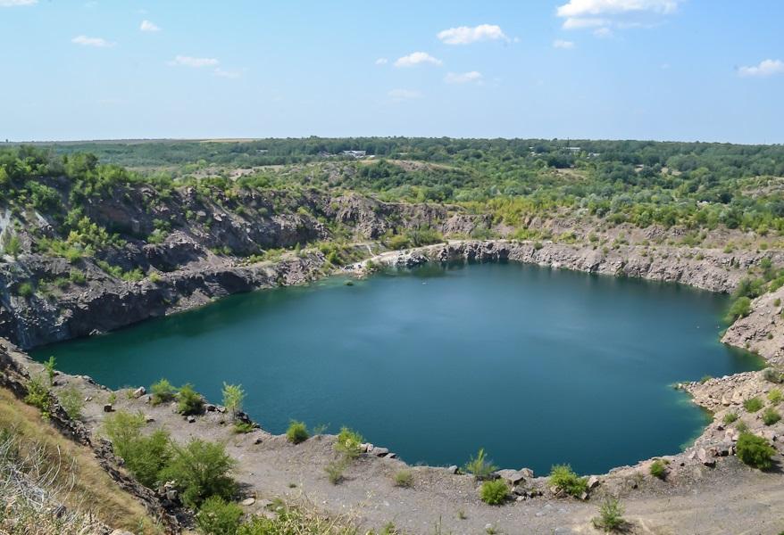 Озеро с бирюзовой водой — главная достопримечательность Мигеи