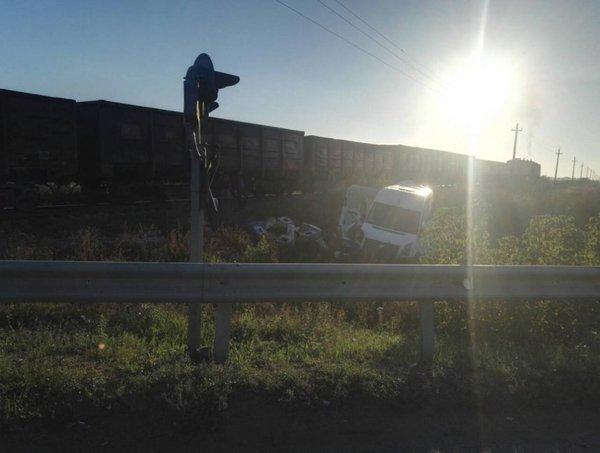 Машинист пытался остановить поезд, но избежать аварии не получилось