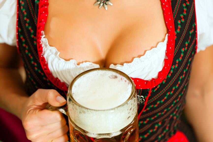 Вечер удался, если ты в компании вкусного пивa и любимой женщины