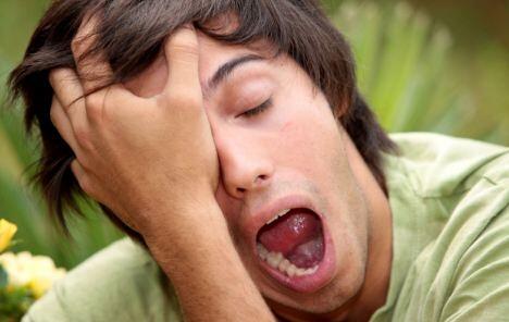 Постоянная усталость — один из признаков болезни