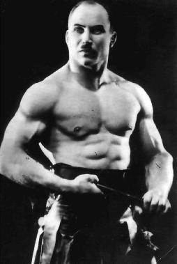 Александр Засс — силач, артист цирка, усач, стиль которого позаимствовал Адольф