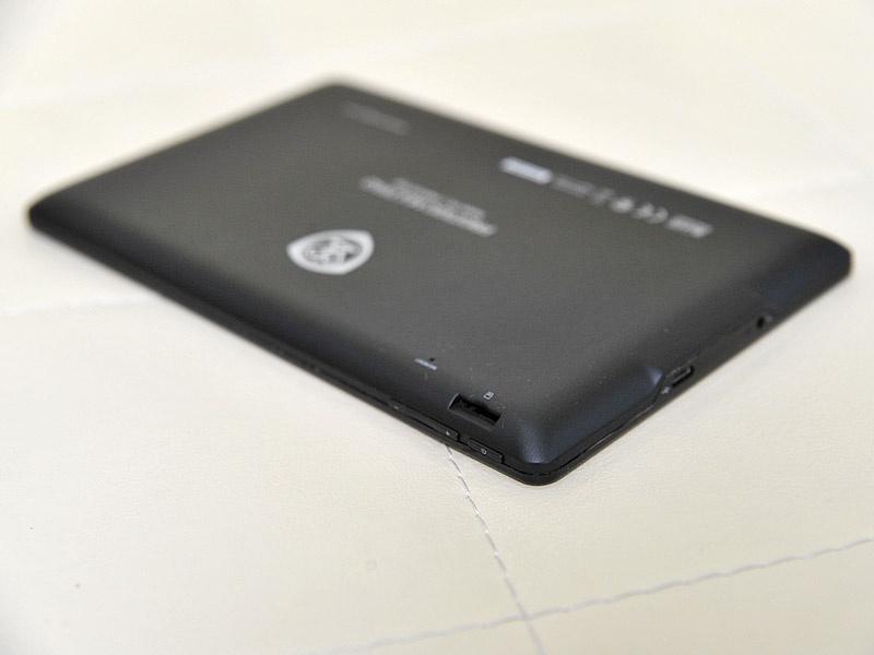MicroSD слот и три механические кнопки: power и качелька громкости