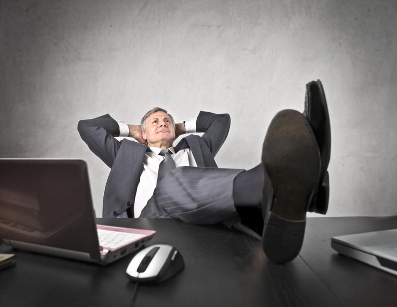 Класть ноги на рабочий стол может себе позволить только начальник