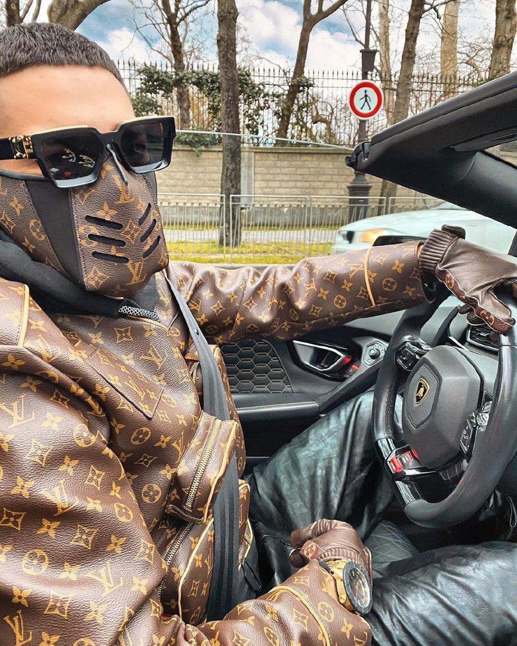 Таир Массуров в маске от модного дома Louis Vuitton