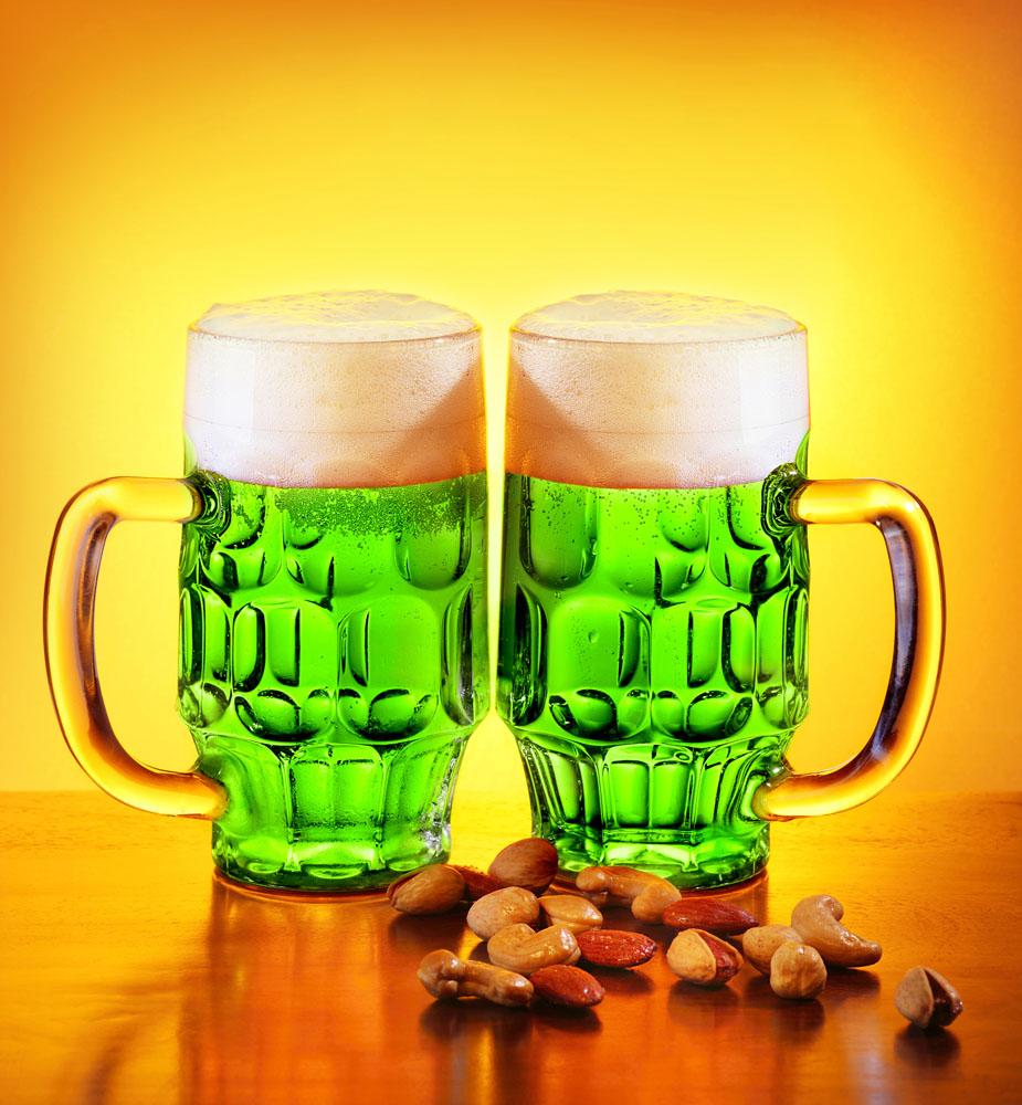Поддержи традицию — в День святого Патрика накати зеленого пивка