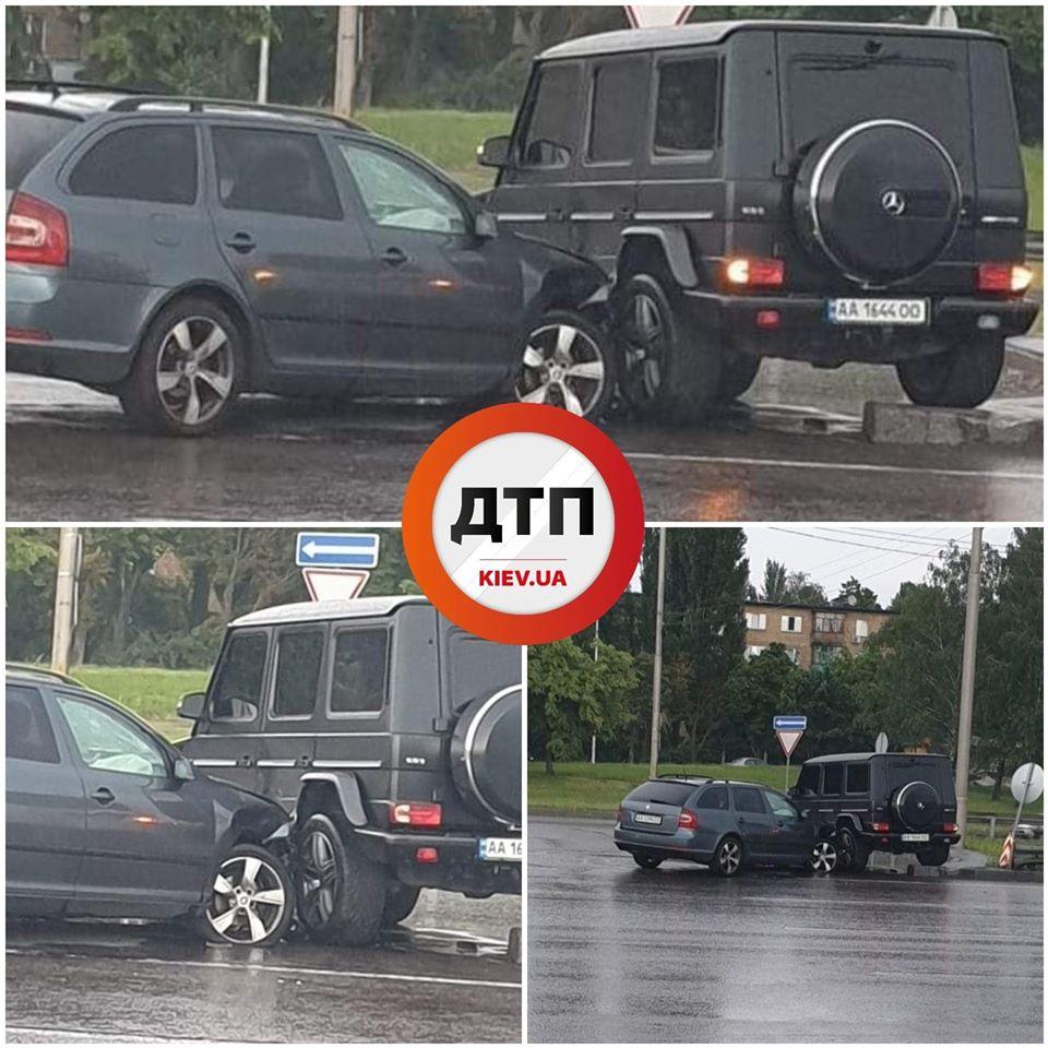 В Киеве один патруль проигнорировал нарушение ПДД, а второй попал в ДТП: Сводка