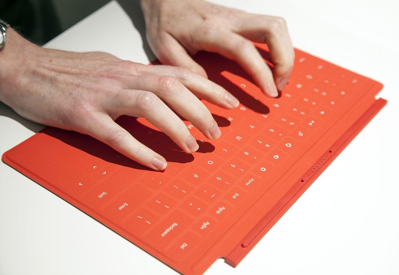 Хваленая клавиатура-обложка