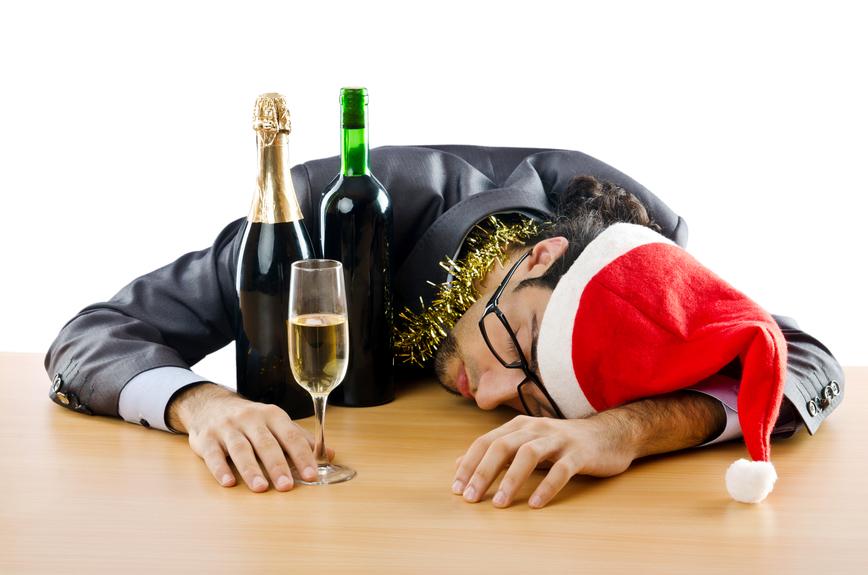 Уснуть пьяный водолей может прямо за столом