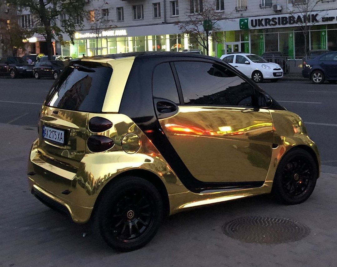 Автомобиль засняли в Киеве, хотя номера у него харьковские