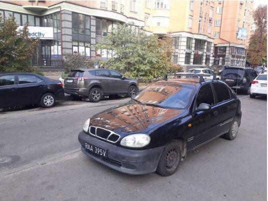 Авто засняли в центре Киева