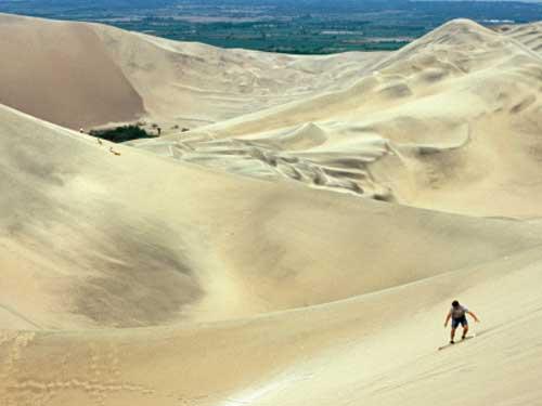 Не хватает острых ощущений - спустись на доске с дюны