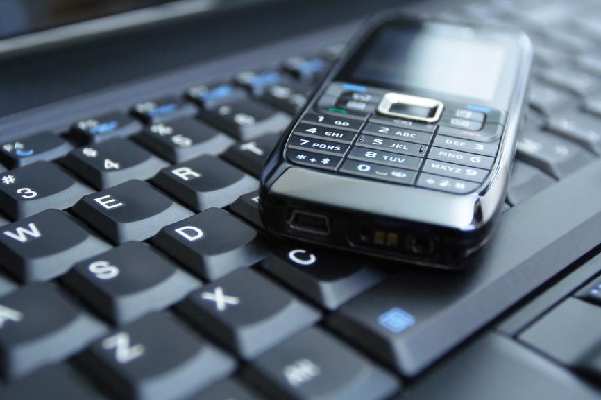 Продажи телефонов замедлили рынок ПК