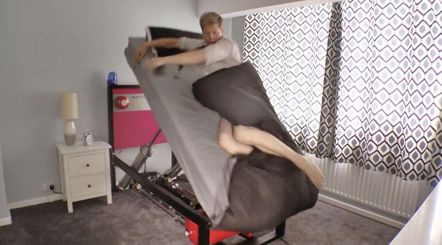 Кровать Колина Ферза бодрит лучше кофе по утрам