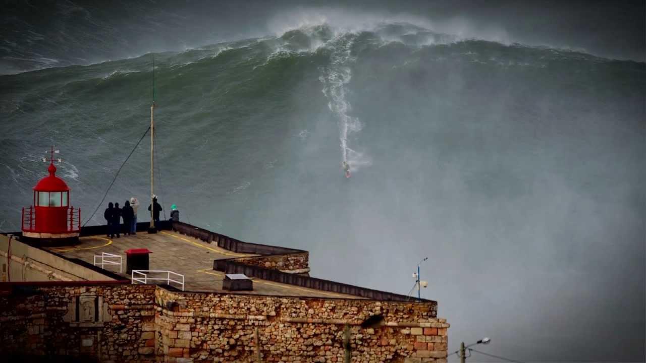 Вот так выглядела эта 24-метровая волна, покоренная Гарреттом Макнаварой