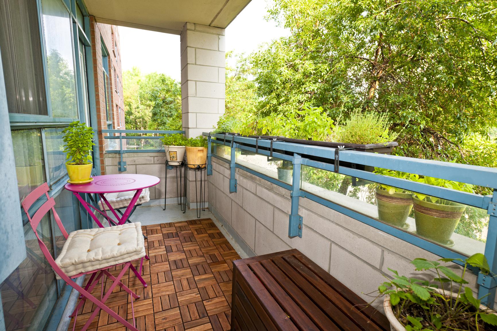 Как отделать незастекленный балкон.