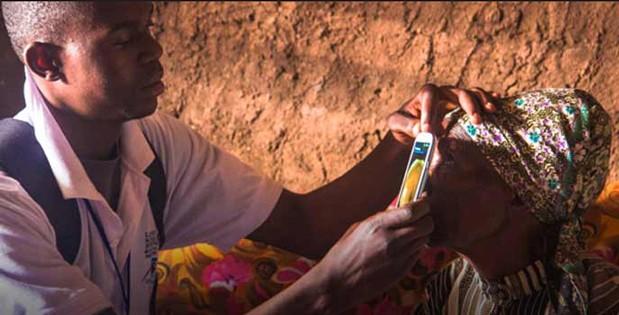Galaxy S III используют для диагностики заболеваний глаз в Кении