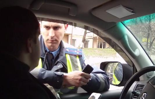 Гаишник в центре Киева напал на водителя