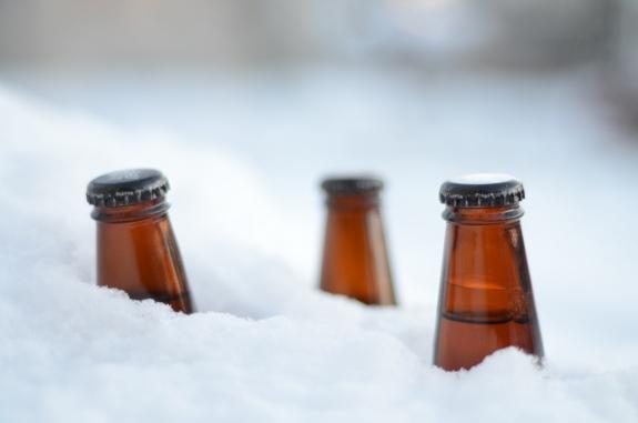 Пиво в снегу остынет за считанные минуты