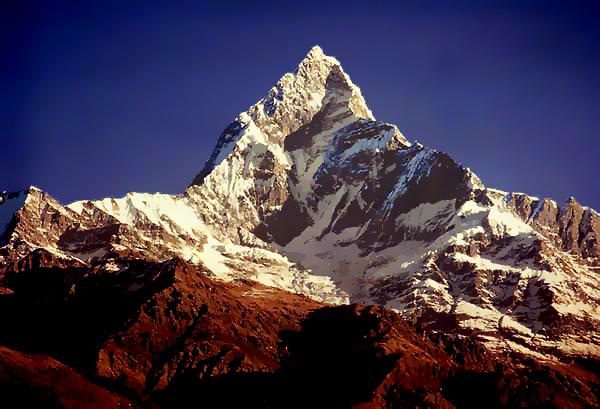 Говорят, на вершине Мачапучаре сидит сам Шива