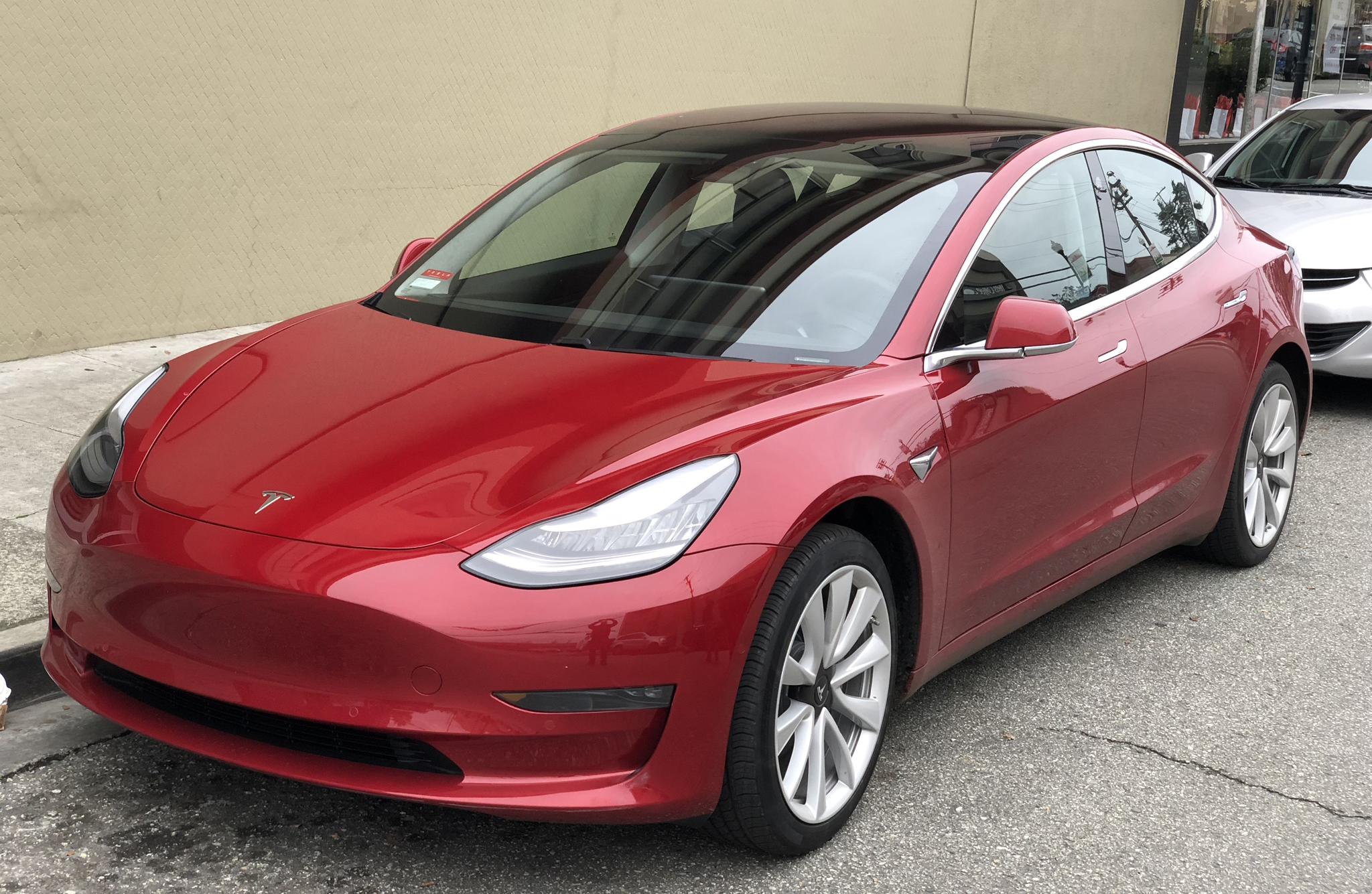 Стандартная модель Tesla Model 3 вошла в тройку лидеров по энергоэффективности