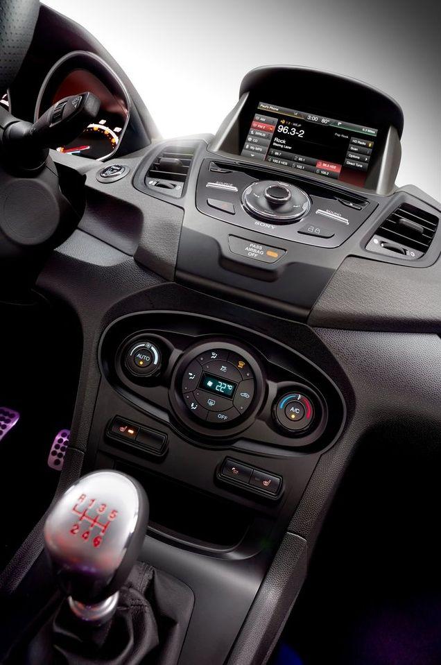 Салон спортивной Ford Fiesta ST