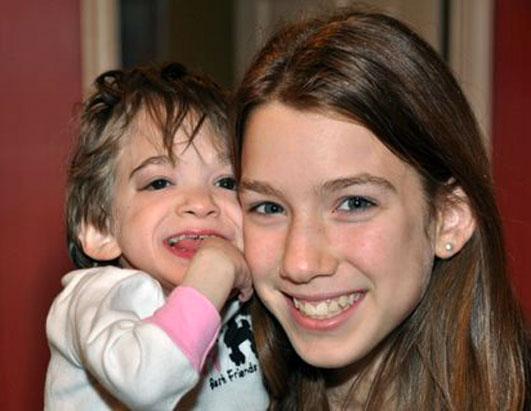 Брук Гринберг с сестрой