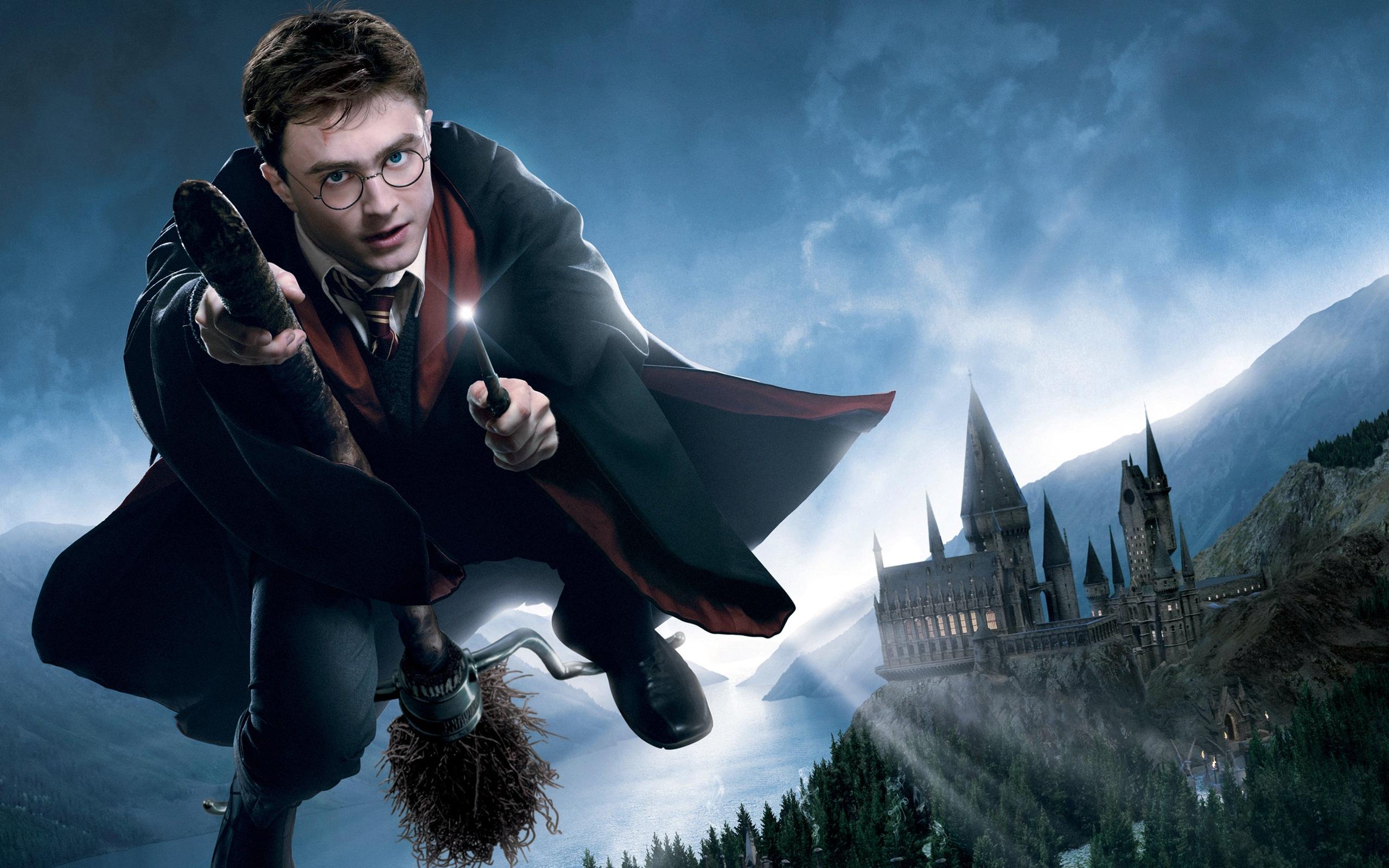 Без шуток: есть школа волшебников. Подробности далее
