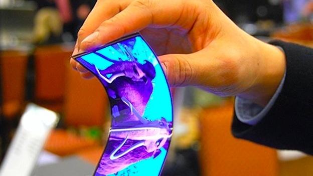 Демонстрация гибкого дисплея Samsung