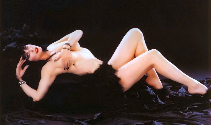 фото голая эльвира повелительница тьмы