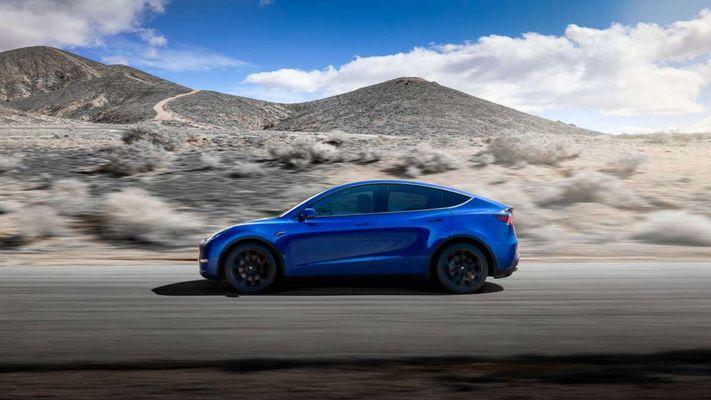 Позже авто будут выпускать с конвейера нового китайского завода Gigafactory 3 в Шанхае
