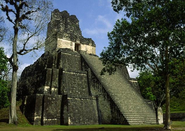 Пирамида в древнем городе Ла-Корона