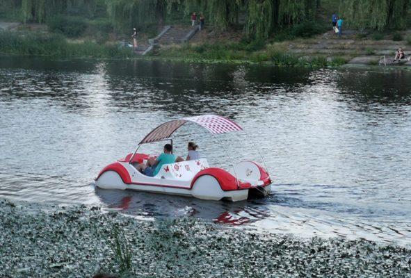 Необычные катамараны появились в Киеве