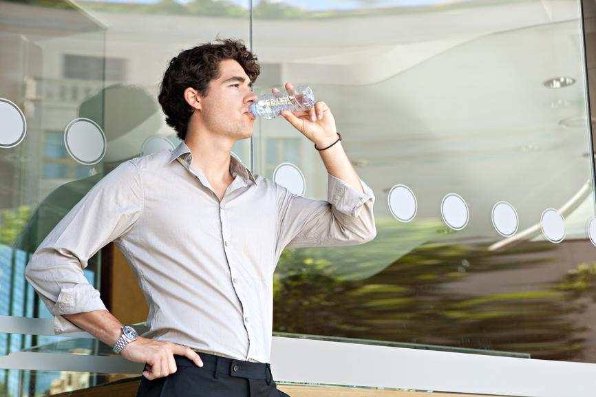 Пей спустя час после трапезы - чтобы вода не разбавляла концентрат желудочного сока