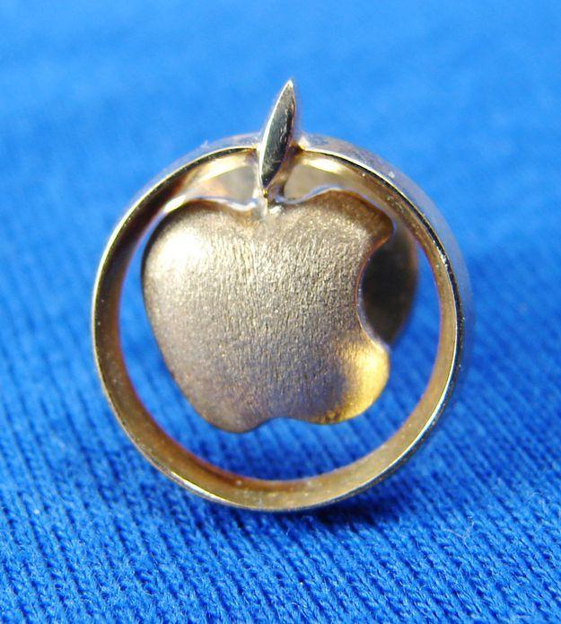 Раритетная булавка 80-х годов из золота от Apple Computer «Golden Apple Club», $1,049.99