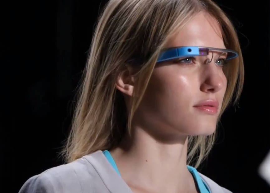 Google Glass появятся только в следующем году