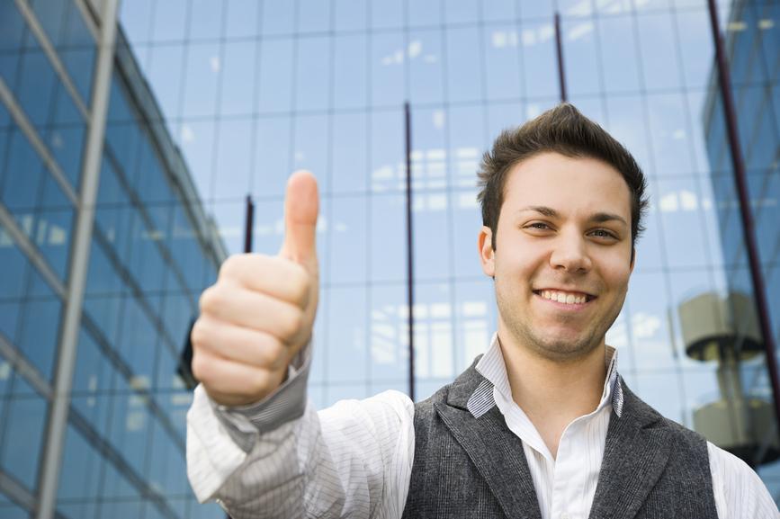 Крепкое рукопожатие помогает продвигаться по карьерной лестнице