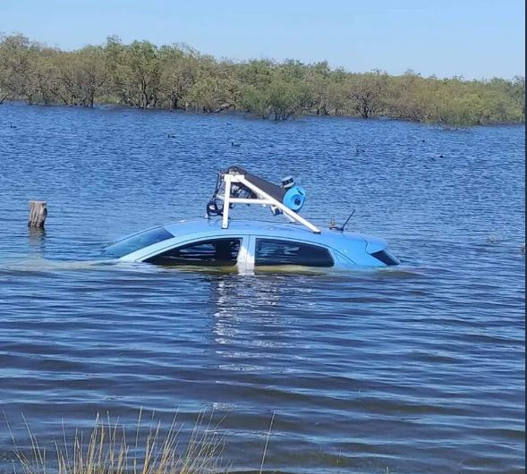 Автомобиль оказался под водой