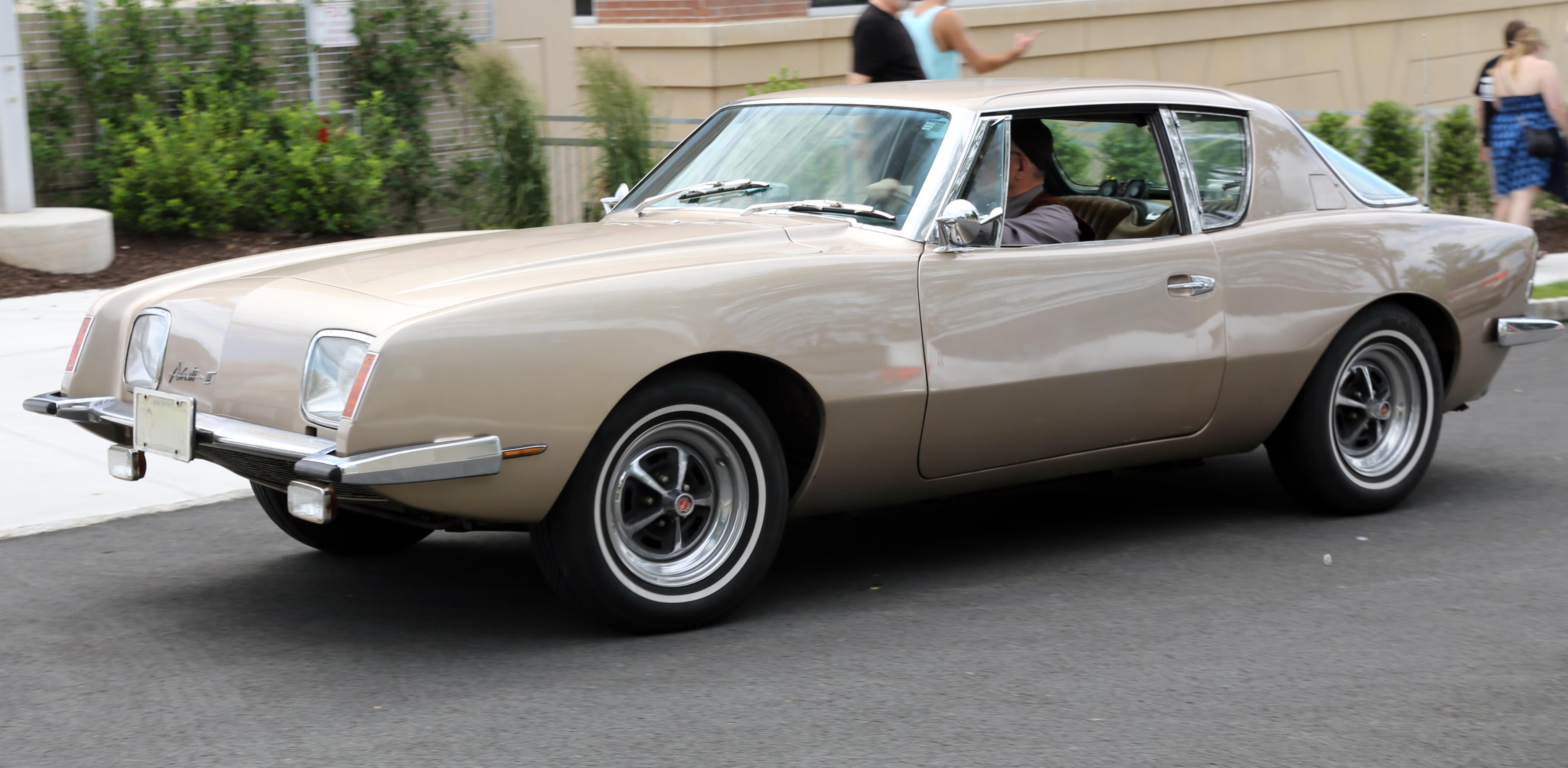 Studebaker Avanti. Спорткар, очень напоминающий банан