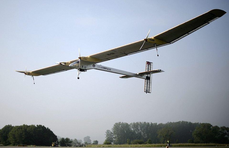 Размах крыльев у красавца-самолета - 64 метра