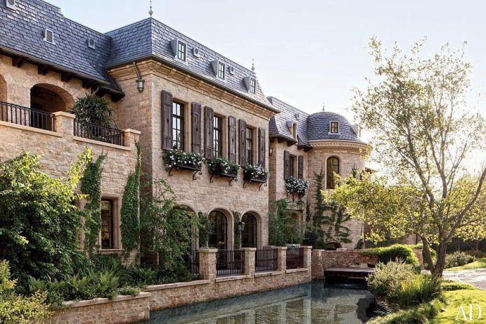 Доктор Дре выкупил этот дом у Тома Брэди и Жизель Бюндхен за $40 миллионов