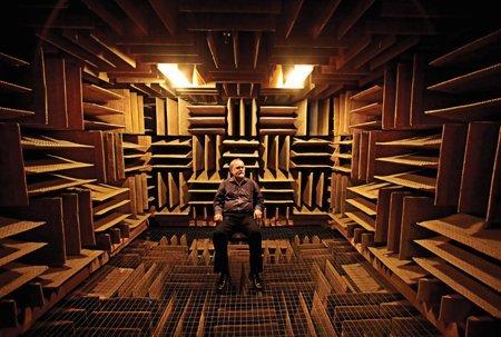 Комната, поглощающая звук, способна вызывать галлюцинации
