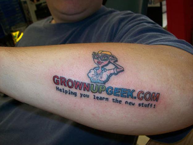 Одна из первых татуировках Джо Тамарго. Grownupgeek.com все еще существует.