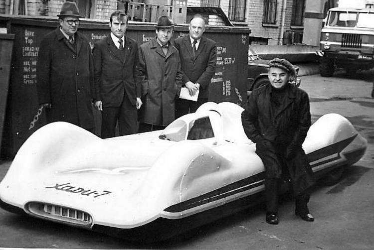 В Харьковском  автомобиле - дорожном институте с 1953 года работает Лаборатория скоростных автомобилей