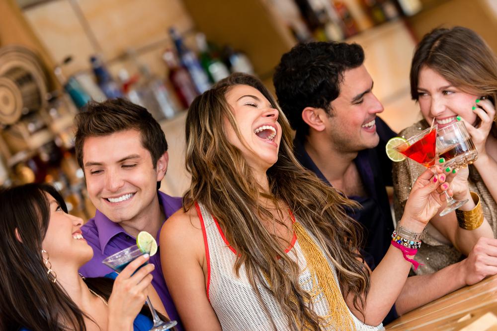 Девушки в баре - доступные. Но культурные